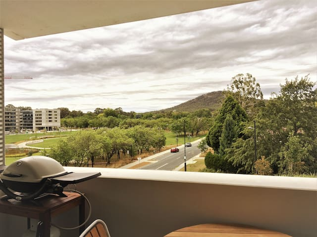 Modern apartment with great views close to CBD - Campbell