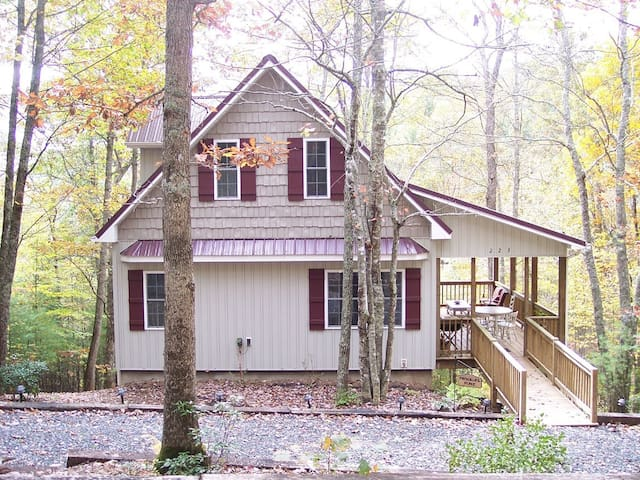 Private, peaceful wooded retreat - Lansing - Huis
