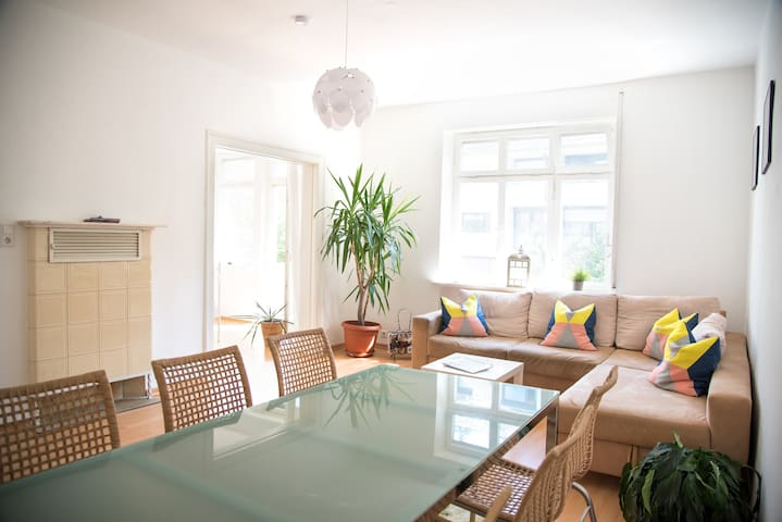 4 separate rooms with fast free WIFI, parking - Stuttgart - Huoneisto