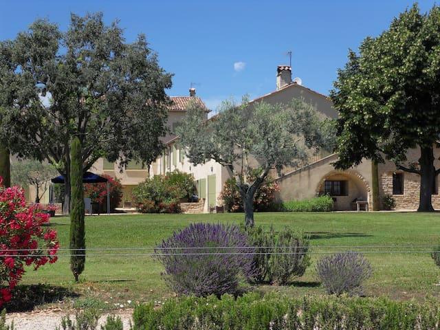 Les Jardins de Bouteille: Le Micocoulier - Manosque - Leilighet
