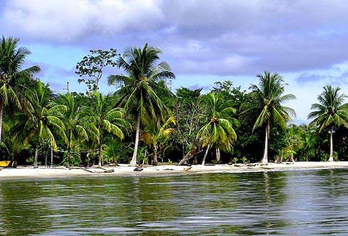 CASA EN MAR CARIBE DE GUATEMALA - Livingston - Hus