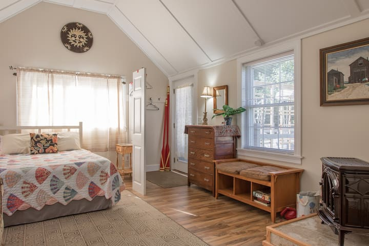 Spacious Year Round Suite on Water View Property! - Harpswell - Apartemen