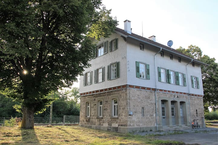 Historic railway station building - Deißlingen - Appartement