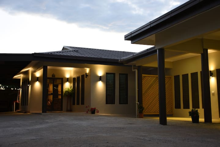 Awesome Home, Awesome Family! - Nadi - Hus