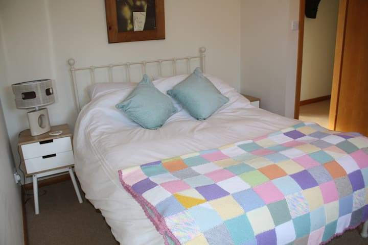Spacious double ensuite, sunny home - Dunfermline