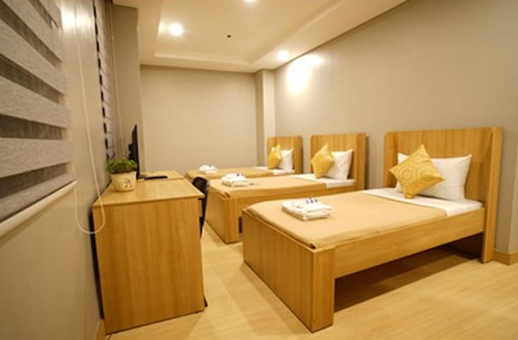 Madison 101 Standard Hotel Rooms - Quezon - Bed & Breakfast