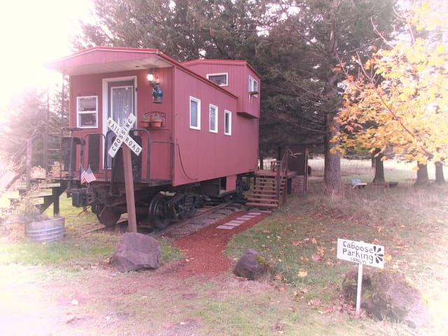 Little Red Caboose with a view - Troutdale - Tåg
