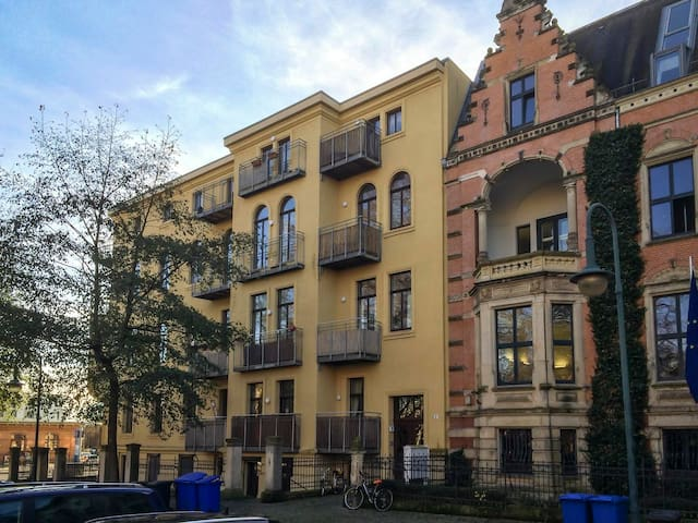 Altbau-Perle mit Balkon in Bestlage - Maagdenburg - Appartement
