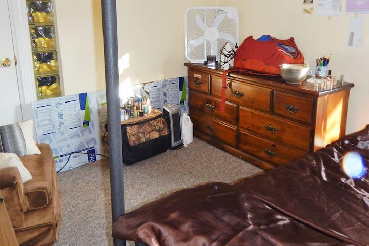 Bedroom in Ann Arbor - Ann Arbor - Huis