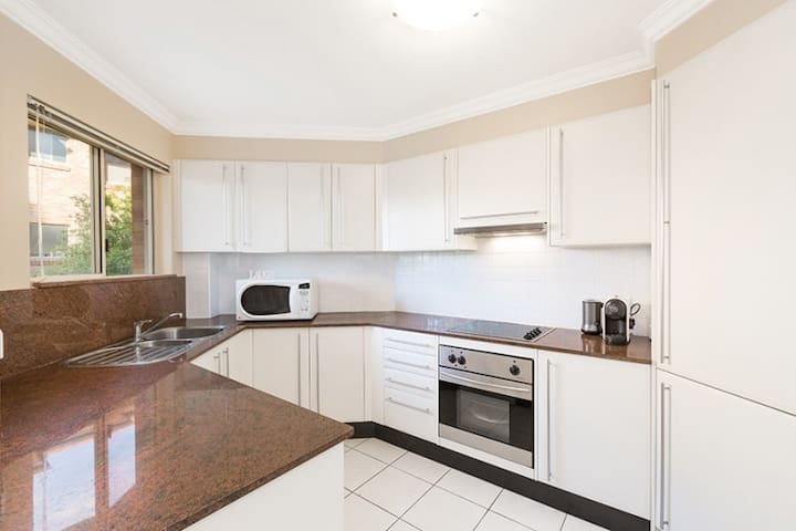 Entire apartment close to beach. Sleeps 6 + - Caringbah - Daire