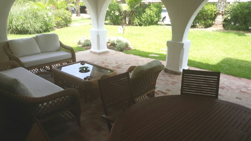 Appartement rez de jardin au Golf Beach Cabo Negro - M'diq - Kondominium