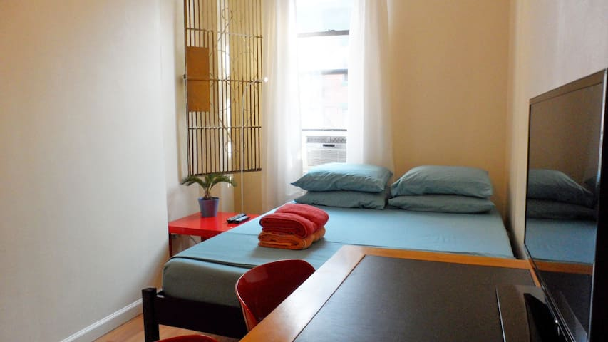 Clean Room, Central Location in NYC - New York - Apartemen