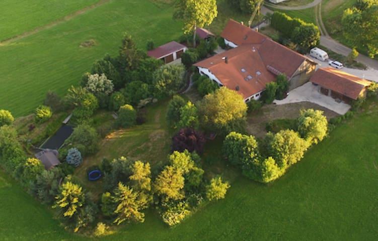 Idyllisches Landhaus in der Natur für 10 Personen - Dietmannsried - Hus