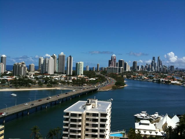 Modern Apartment Living - Southport - Apartemen