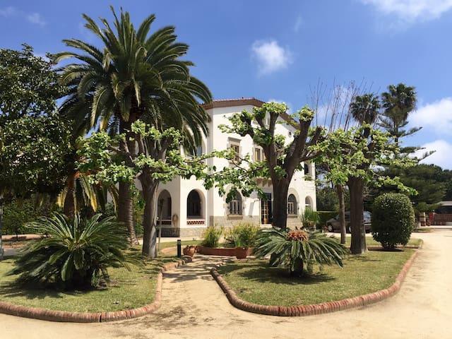 MASSIVE VILLA NEXT TO BARCELONA AND BEACH - Cabrils - 別荘