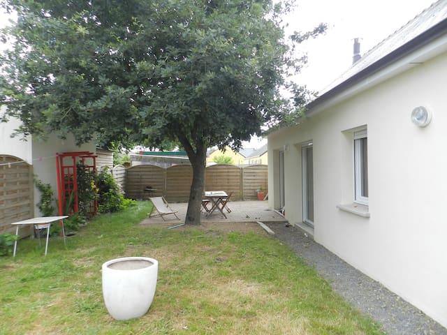 Maison à coté du canal Nantes-Brest. - Nort-sur-Erdre - Casa