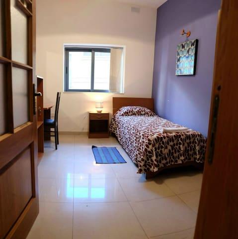 Comfortable room x1 in city centre - Sliema - Leilighet