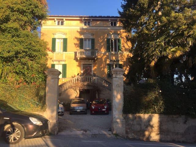 Villa liberty con giardino e splendido panorama - Cupramontana - Villa