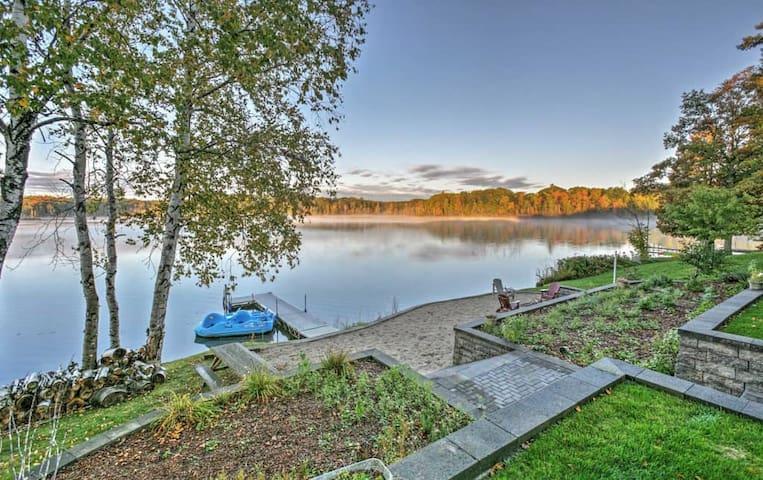 4BR Barryton House w/Direct Lake Access! - Barryton - Rumah