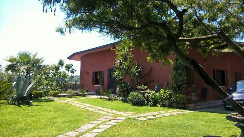 Villa Daniela immersa nel verde. - Campania, IT - Aamiaismajoitus