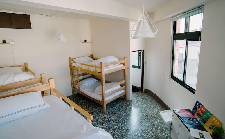 Hsinchu Warm & Wall Hostel - North District - Dům pro hosty