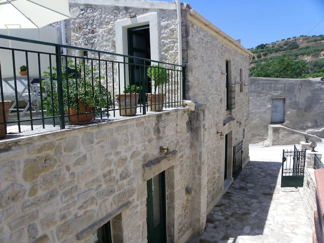 Traditional house in the village! - Roufas