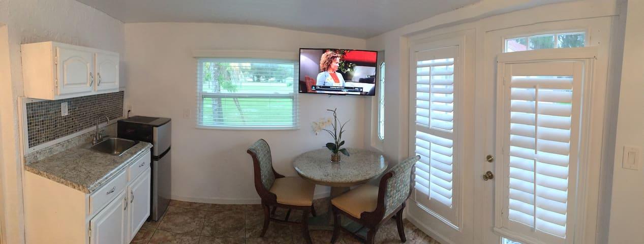 Small Cozy apartment - Palm Bay - Departamento