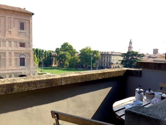 Attic by Palazzo della Pilotta with view - Parma - Appartement