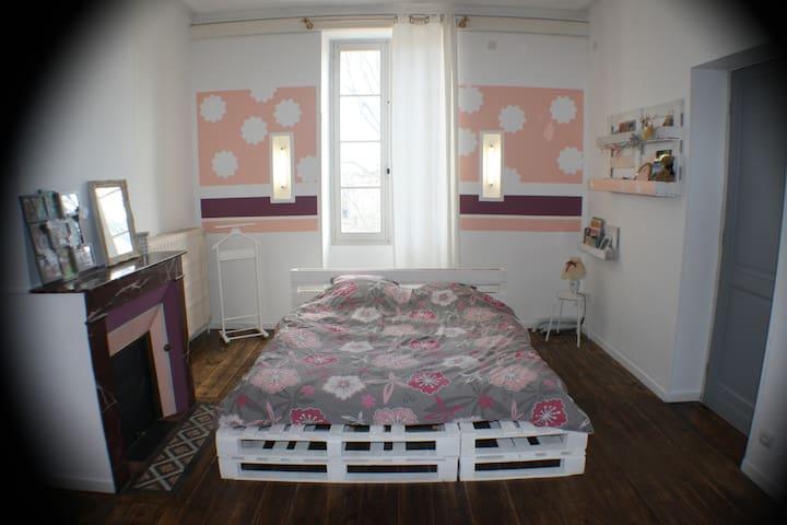 Chambre privée dans Maison de Ville rénovée - Landiras - Hus