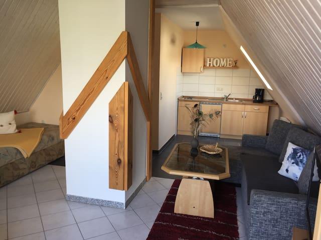 Gemütliche Wohnung mit Außensitzecke am Teich - Barth - Appartement