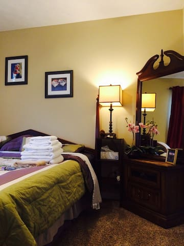 Bed room with privacy in a quiet neighborhood. - Lawrenceville - Ev