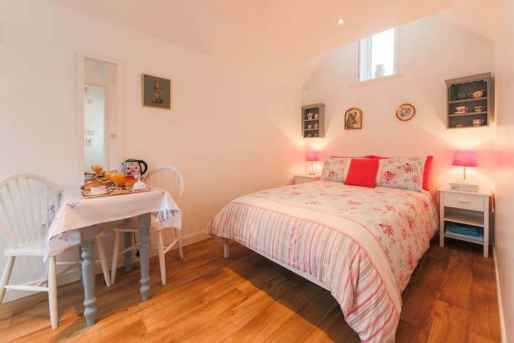 Private annexe by the sea, en-suite sleeps 2 - 彭贊斯(Penzance)