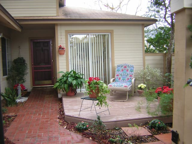 N. Orlando, 2/2 house, pool comty - Apopka