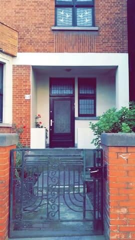 Charmant Appartement sublime balcon ! Centre-ville - Mons - Byt