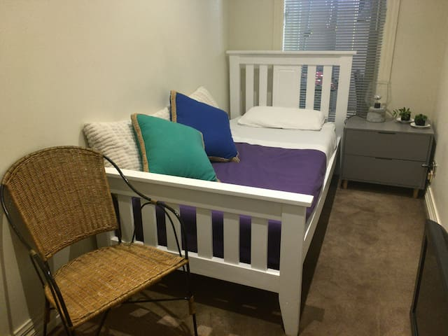 Single bed in the hottest part of Brighton - Brighton