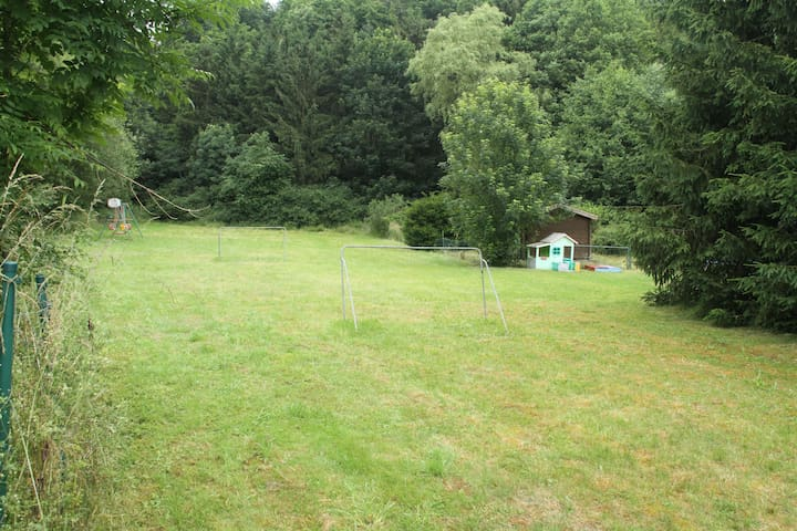 Huis in de Eifel am russelbach met infraroodsauna - Winkel (Eifel)