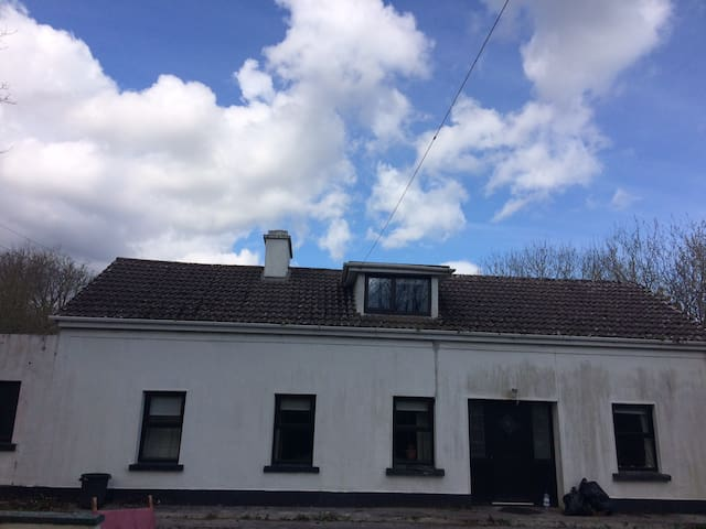 4 bed house - 6 mins from Corrofin - Corofin - Bed & Breakfast