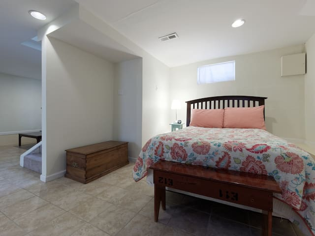 Easy access to downtown DC and UMD - Hyattsville