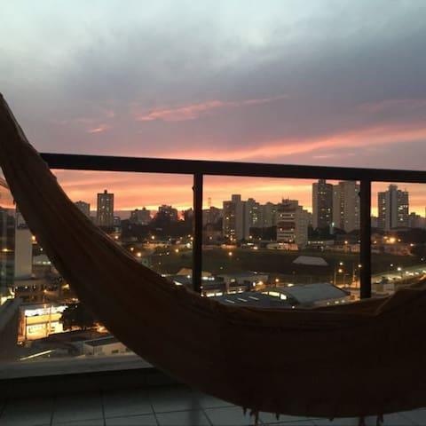 Flat com cara de casa. Flat and it fells like home - São José dos Campos - Apartemen