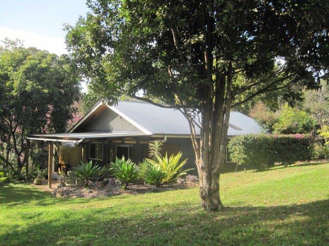 Pecan Place, great getaway for two. - Smiths Creek via Uki - Bungalo