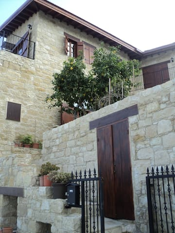 Dbl room in traditional stone house - Germasogeia
