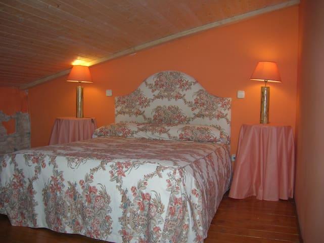 Hotel, bar-restaurante. Hab. 23 - Miranda de Arga - Bed & Breakfast