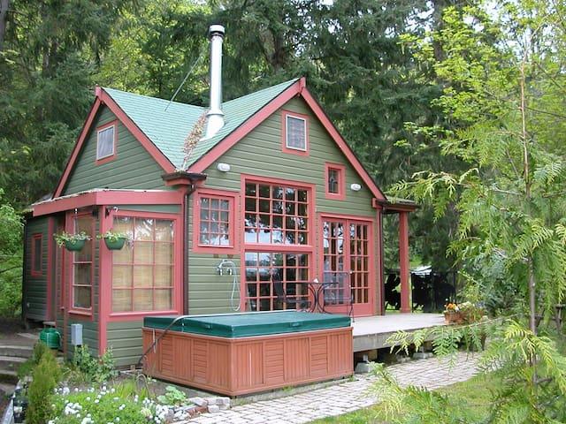 The Last Resort Guest House - Vashon - Houten huisje