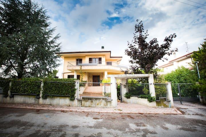 B&B Casa Ciarpella - Camera Doppia1 - Montegranaro - Bed & Breakfast