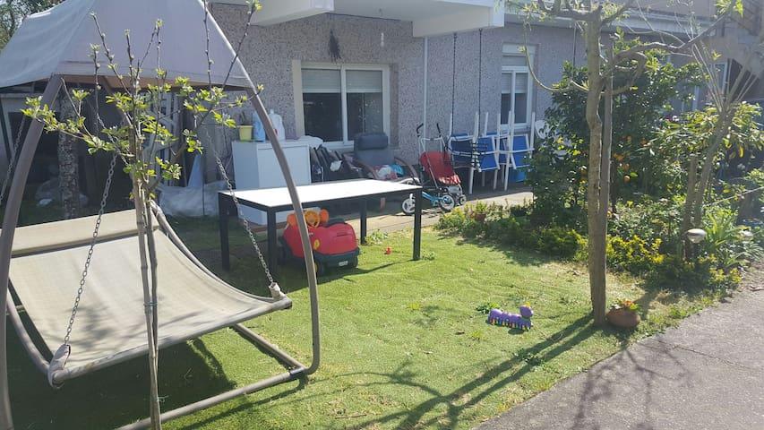 Casita con jardín ideal playa - Oleiros - House