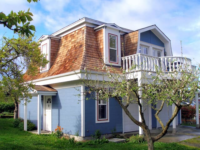Whidbey Cottage-Walk to Everything! - 庫珀維爾(Coupeville)
