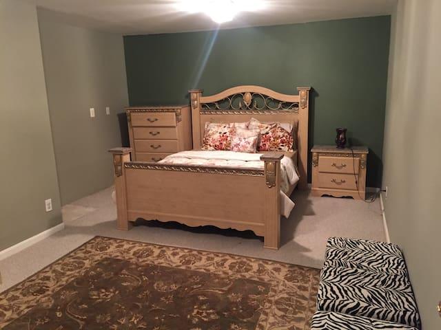 Large queen size cozy room - Dumfries - Huis