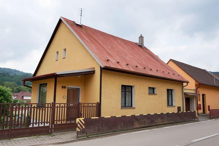Cozy house in Sázava - Sázava - Ev
