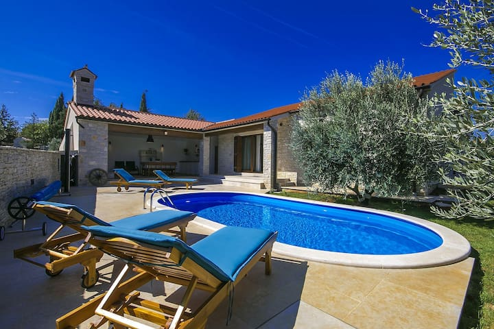 Brand new Villa Vignola with pool near the sea - Kavran - Huvila