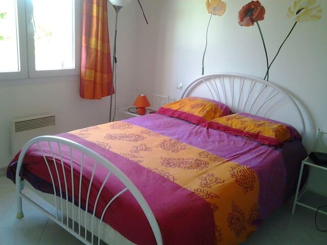 Chambre dans un charmant village. Drôme Provençale - Vinsobres - Casa de huéspedes